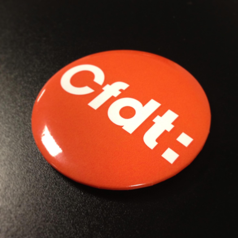 Badge publicitaire pour la CFDT